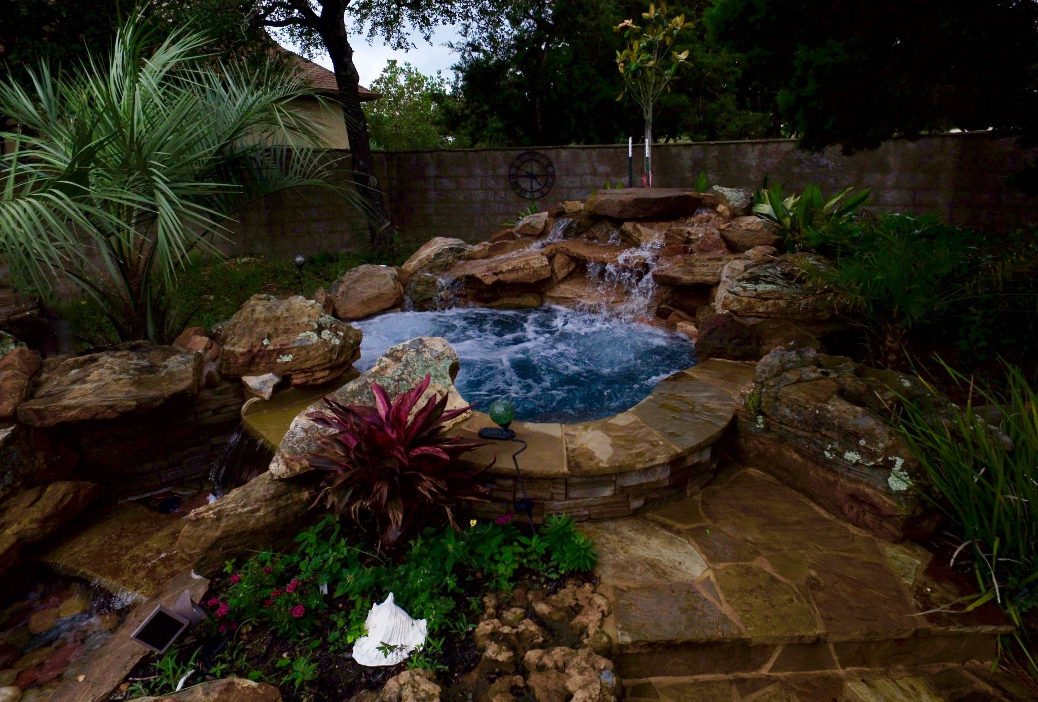 Pool landscaping ideas new braunfels spring branch boerne for Pond waterfall spillway ideas